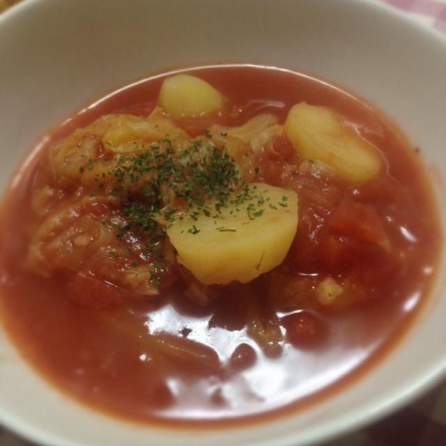 キャベツ丸ごと四分の一っ! あとはあるもの使ってひたすら煮込む(笑) トマト缶使った簡単スープ - 6件のもぐもぐ - ロールキャベツ風トマトスープ by とも