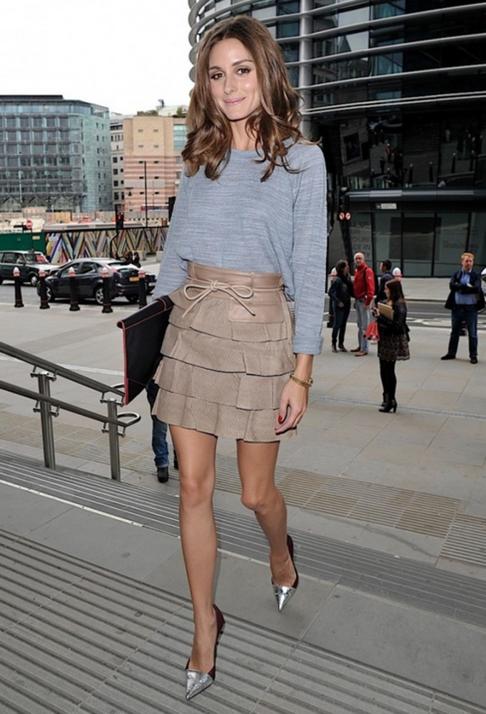 Olivia Palermo knows how to work a grey sweatshirt!