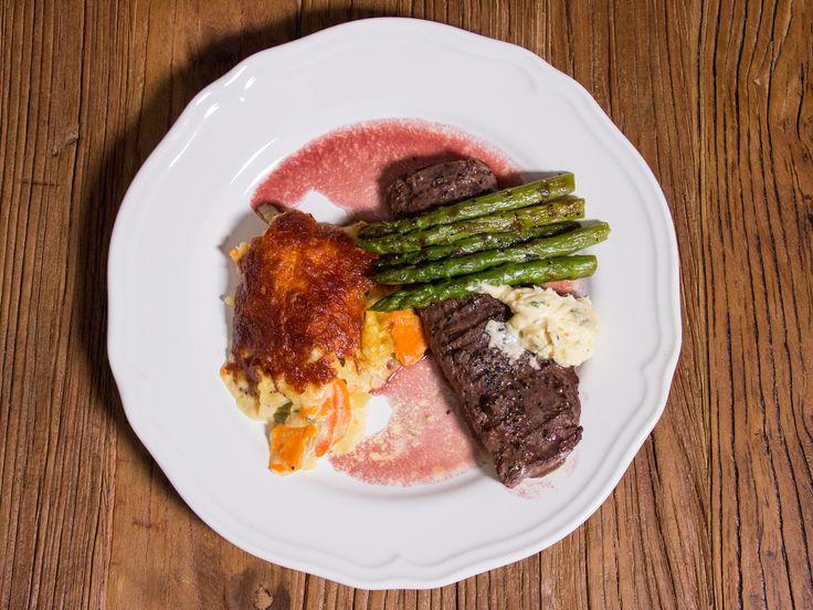 Grillat lamm med rotfruktsgratäng och rödvinssky | Recept från Köket.se