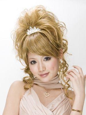 ウィッグを使った姫盛りヘア☆ギャルの命☆ヘアセットの参考一覧です。                              …