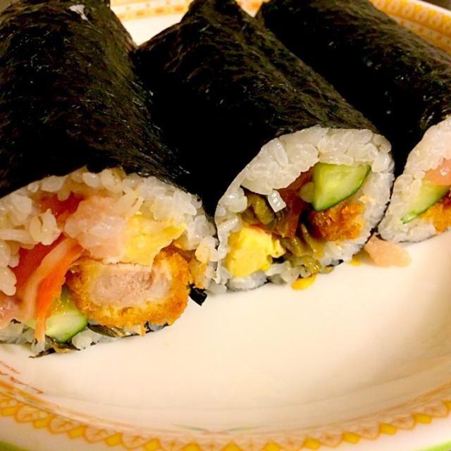 好きな具材で巻いてみました。ソースカツ 海鮮 キューリ 玉子 〆に高菜を味のポイントに - 5件のもぐもぐ - 恵方巻き by Yuitantan