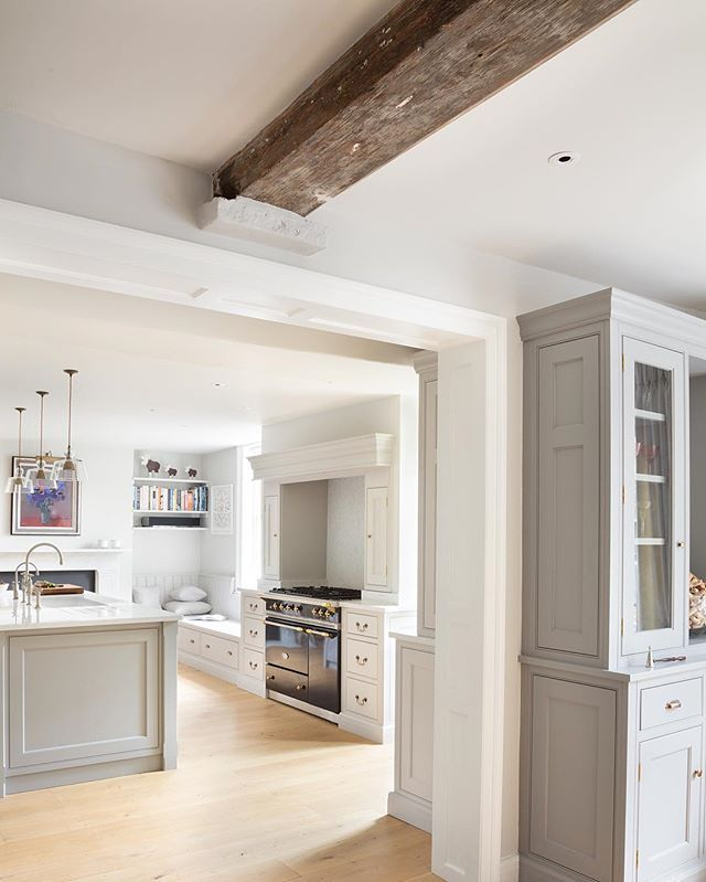 It's all about the look and feel and when you walk into the Nickleby kitchen at the Georgian farmhouse project it feels so cool and calm, theperfect way to start the day. Have a great Friday all! #HumphreyMunson
