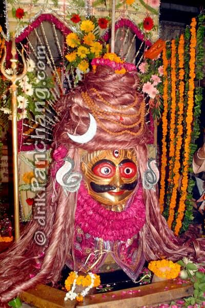In North India, during Sawan month most temples arrange special Darshan of Lord Shiva. On first Sawan Somwar, Rangeshwar Mahadev temple in Mathura, arranged rare sighting of Lord Shiva, wearing dense Jata (the matted hair or tresses).