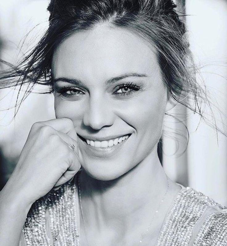 """Polubienia: 8,685, komentarze: 82 – Magdalena Boczarska (@magdalena_boczarska) na Instagramie: """"Uśmiech proszę! 😉 @stareoness #photography 📸 #smile #please"""""""