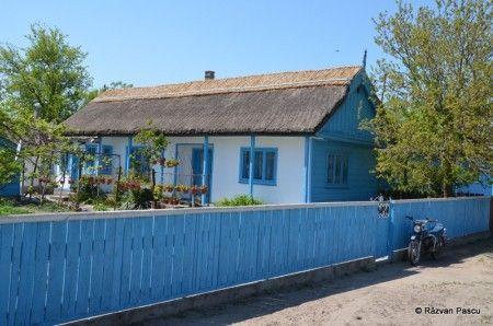 5 excursii pe care sa le faci in Delta Dunarii: 1. Plaja din Sulina si locul de varsare al Dunarii in Marea Neagra 2. Vizitarea salbei de lacuri dintre Crisan si Mila 23 (pelicani,egrete, cormorani) 3. O tura pe canalele retrase ale Deltei 4. Satul Letea (Padurea) 5. Mila 23 (sat pescaresc)