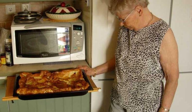 Varje sommar när vi besöker min mor önskar sig min käre make Roalnd fläskpannkaka. Nu har jag fått receptet av henne.