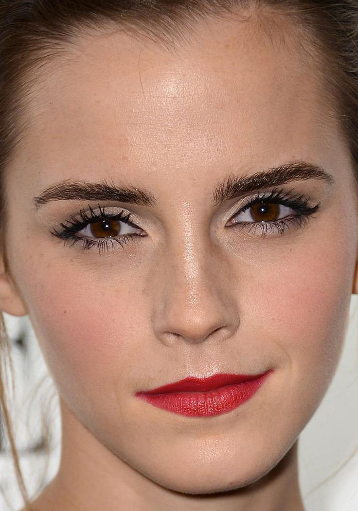 50 Holiday Party Makeup Ideas To Steal From The Red Carpet | Emma Watson Red Lips And Holiday ...