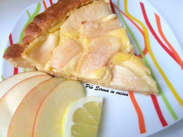 Un semplice guscio di pasta frolla ed una delicatissima crema fanno della Crostata di mele una sublime prelibatezza. Perfetta per dopo cena o come merenda.