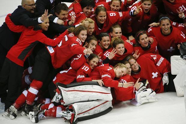 Switzerland's women take bronze in the women's ice hockey