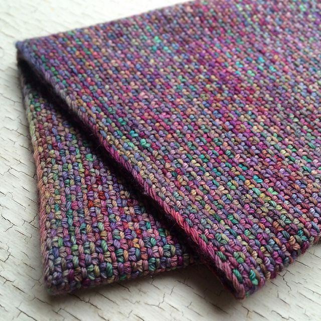 Free knitting pattern for Chickadee Cowl pattern by Kirsten Kapur using Linen Stitch