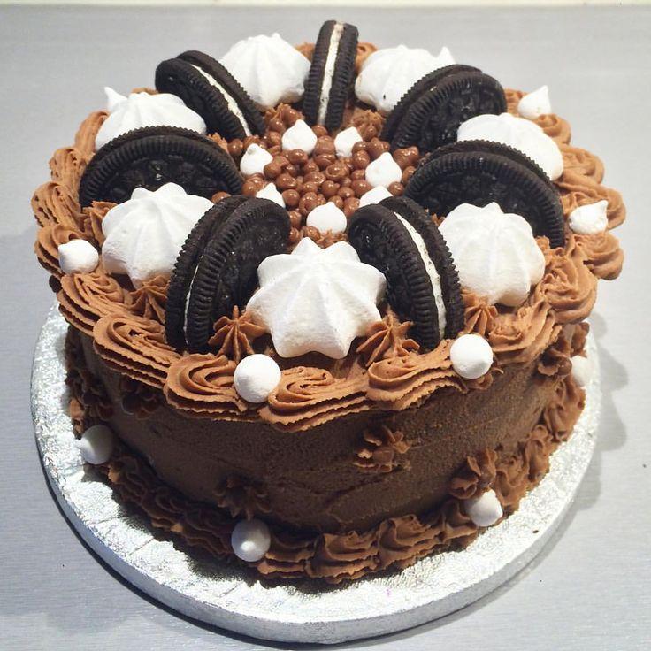 Chocolate Cake  #chocolatecake #chocolate #cake #chokladtårta #choklad #tårta #oreo #meringue #maräng #chocolatemousse #mousse #chokladmousse #bake #baking #homemade #homebaker #instacake #instagood #yummy #swedish
