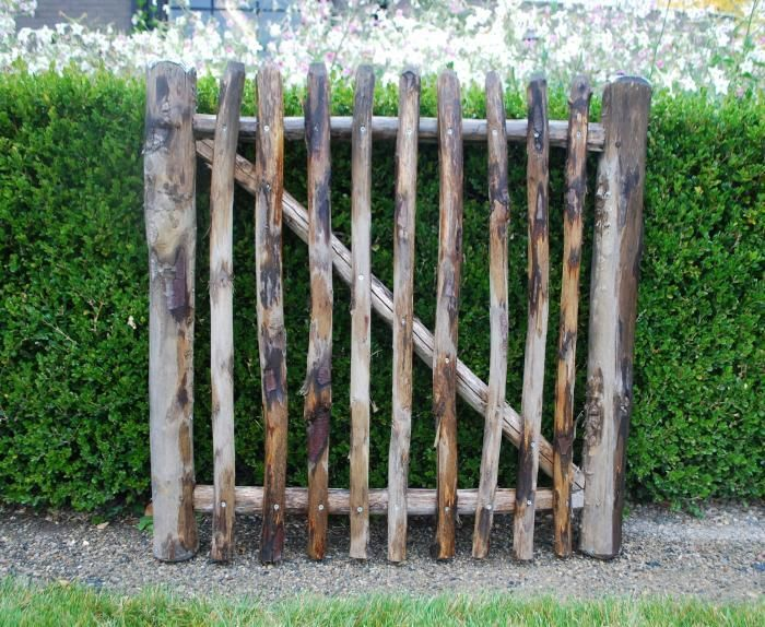 The perfect rustic gate for my rustic-meets-city backyard. Can't wait to try and make this!
