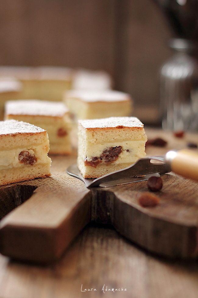 Placinta cu branza de vaci si stafide reteta traditionala de placinta dulce. Reteta simpla si rapida de placinta cu branza de vaci si stafide.