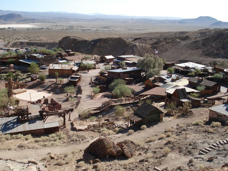 Calico Ghost Town is een spookstad in de regio van de Mojavewoestijn in het zuiden van Californië. Het werd in 1881 gesticht als een zilvermijnbouwstadje, vandaag de dag is het een county park. Het ligt in San Bernardino County, aan de Interstate 15 ongeveer 5 km van de stad Barstow. Op de Calico Mountains gelegen achter de spookstad zijn grote letters te zien die het woord CALICO vormen.