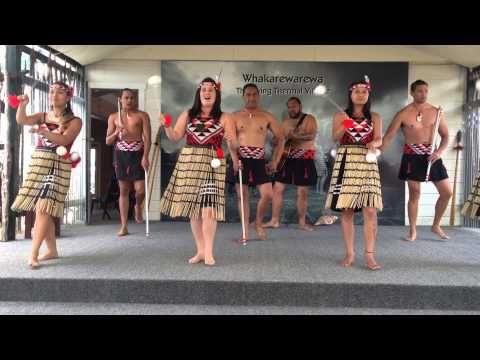 Maori Poi Dance - YouTube