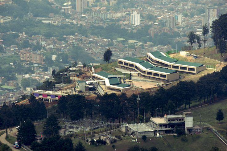 Institucion Educativa la Sierra es un proyecto que hizo parte del Plan Maestro de Colegios de Medellin de la Alcaldia de Medellin 2015