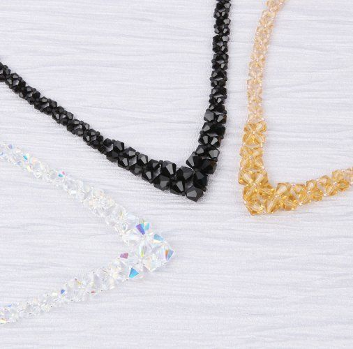 Join Sarah and learn how to create a sparkling crystal necklace using delicate seed beads and your choice of delicate bicone beads! WATCH NOW ✨