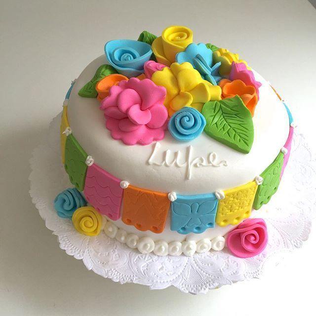 La familia de Lupe ama México tanto que para el bautismo eligieron una torta con la imagen de la Virgen ...