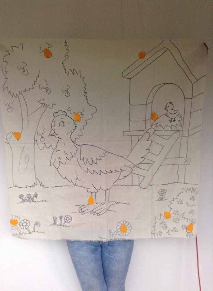 """Juego """"Los huevos perdidos"""" Dibujo de un galinero en manta Huevos movibles de fieltro amarillo."""