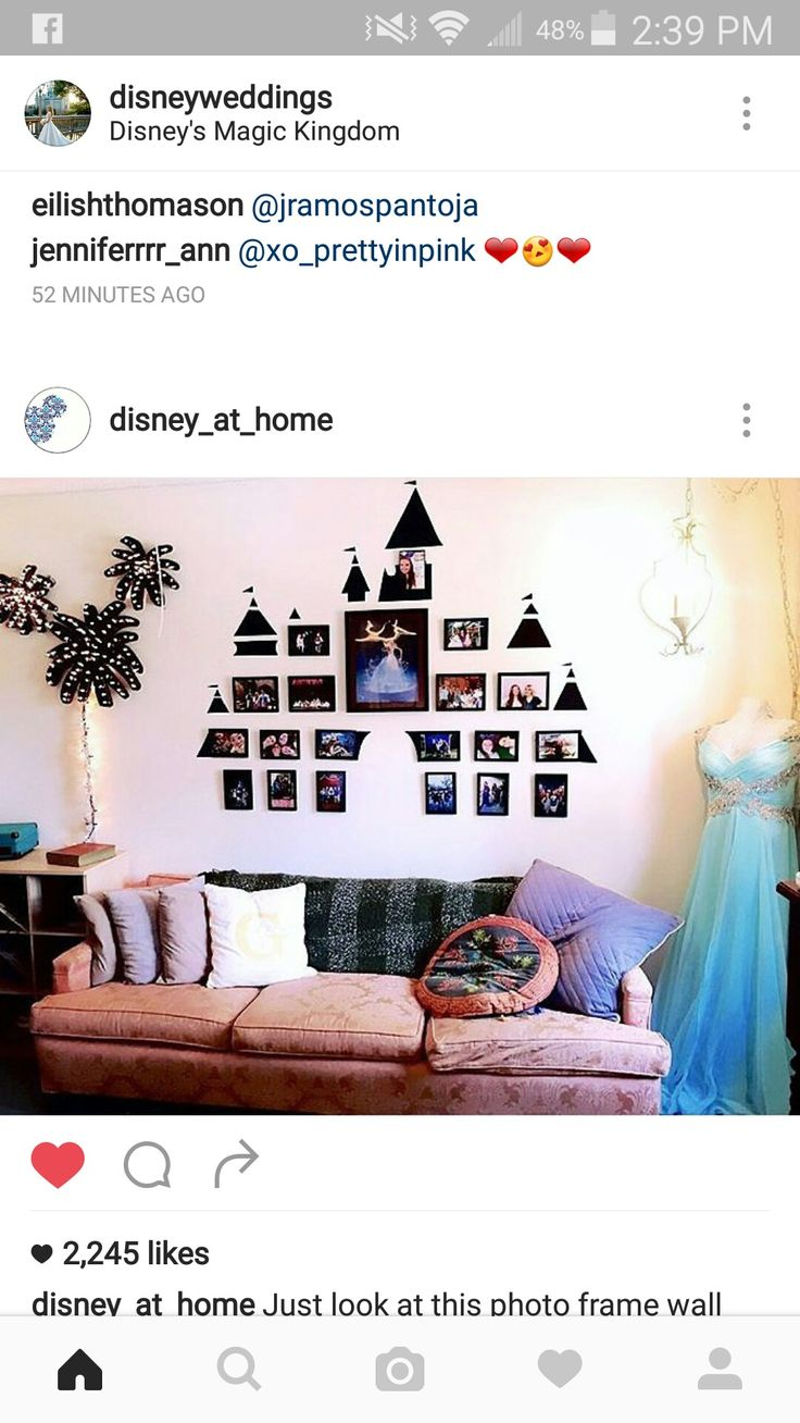 Omg as many times as we go we need to do this wall for Decoracion hogar friki