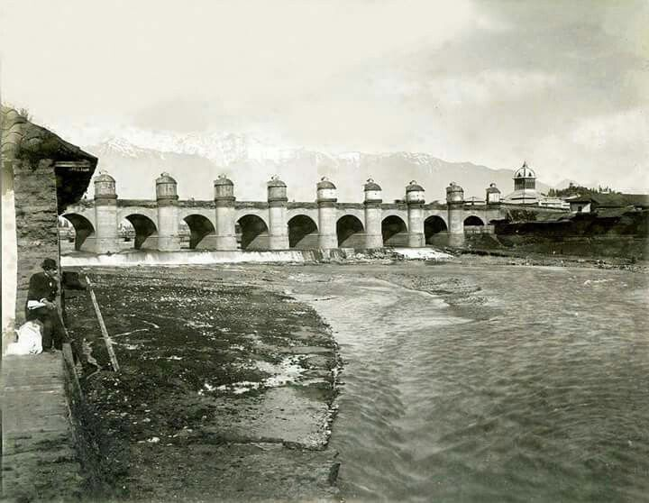 Río Mapocho y Puente de Calicanto. Santiago de Chile, año 1860.