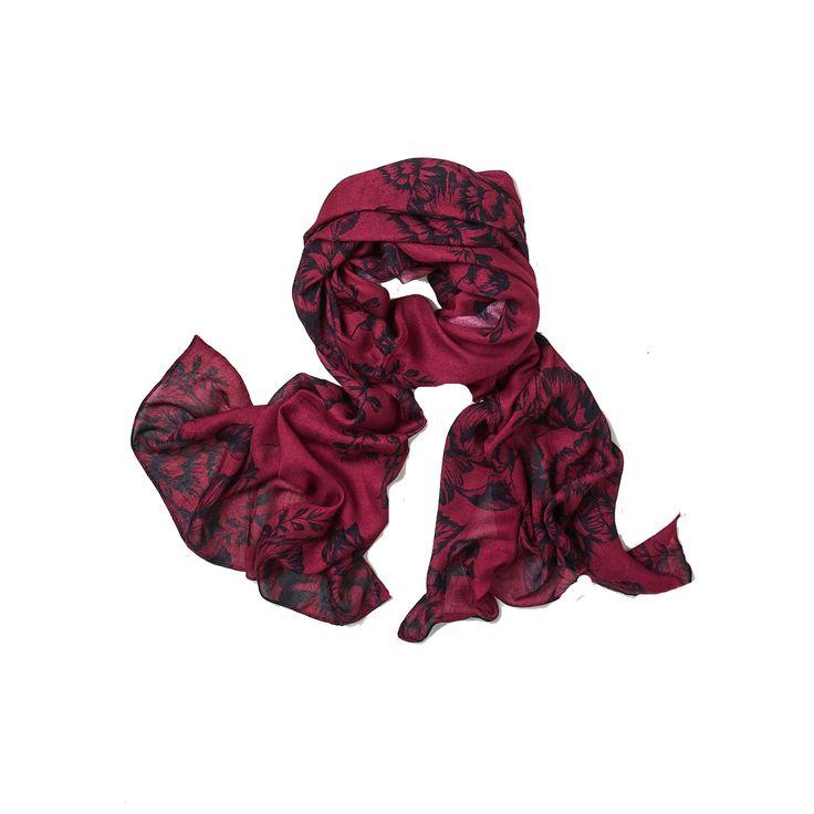 Super flot tørklæde i den blødeste bambus. I smuk dyb rød nuance.