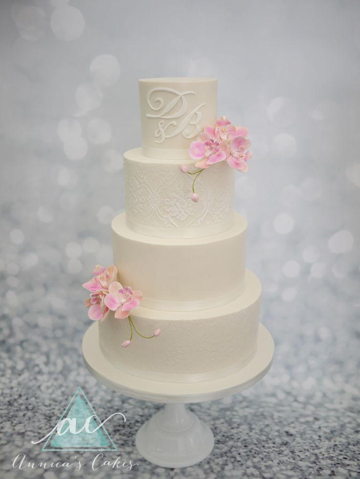 Klassiek bruidstaart met roze orchideeën