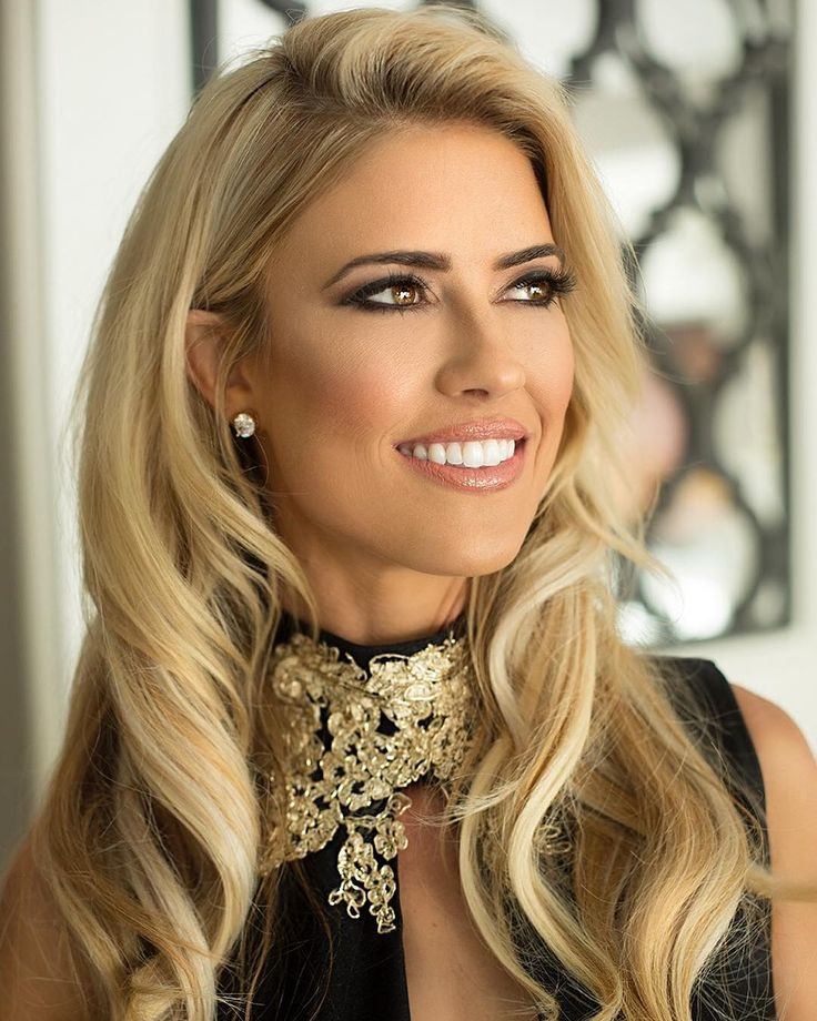 "'Flip or Flop' star Christina El Moussa reportedly dating new guy ""could care less"" about Tarek El Moussa's bachelor lifestyle Flip or Flop star Christina El Moussa reportedly has a new man in her life and isn't phased by Tarek El Moussa's current bachelor lifestyle. #FliporFlop"