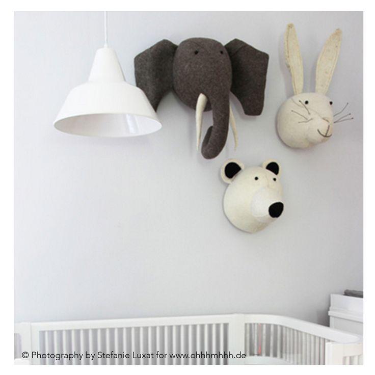 Material: 100% Wollfilz Motive: Elephant, Eisbär, Hase Größe: B35xT45xH45cm, B20xT28xH48cm  Farbe: Grau, Weiß, Creme handgefertigt