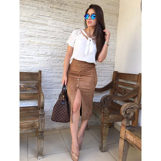 Pra esse domingo lindo, escolhi look total @kessesoficial, olha que fofa e versátil essa blusa com laço combinando com saia midi de suede, já na tendência do inverno 2016!