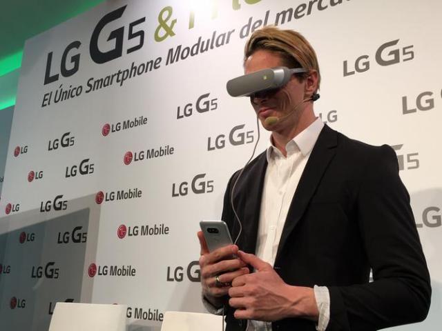 Futbolista Fernando Torres se enamora de las gafas LG 360 VR  CNET en Español #757LiveSE #757Live