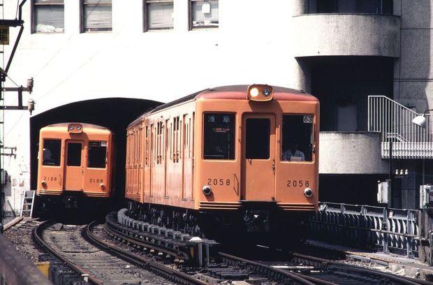 今の様子からは想像できない人も多いかもしれないが、1980年代まで、渋谷駅南口の周辺には原宿や代官山にあった同潤会アパートのような、しゃれたレトロ建築のアパートが数軒存在していた。南口から国道246号を越…