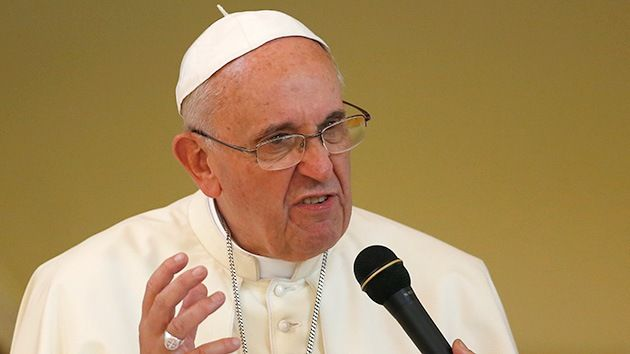"""""""El Sumo Pontífice ha criticado el consumismo de la Iglesia y la """"hipocresía"""" de los religiosos que """"viven como ricos"""", durante su visita a Corea del Sur. [...] En su encuentro con 4.000 miembros de las comunidades religiosas surcoreanas en el complejo de Kkottongnae, a unos 100 kilómetros al sur de la capital, el Sumo Pontífice de la iglesia Católica censuró """"la hipocresía de los hombres y mujeres consagrados que profesan el voto de pobreza y que, sin embargo, viven como ricos""""...""""."""