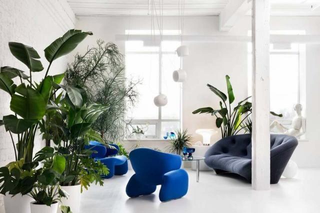 Loft design avec un intérieur aménagé de façon minimaliste et très artistique