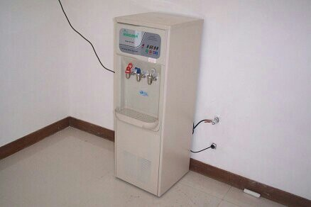 Reverse osmosis dispenser