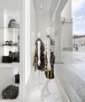 Shop window for Posh. Turin. Valentina Farassino Architetto.