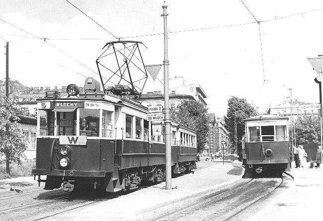 W latach 50 skrócono WKD do Emilii Plater i na tyłach obecnego Marriotta był trzytorowy dworzec.