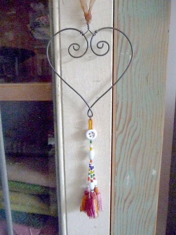 corazón de alambre hechas a mano con borla vintage por Rosehilde