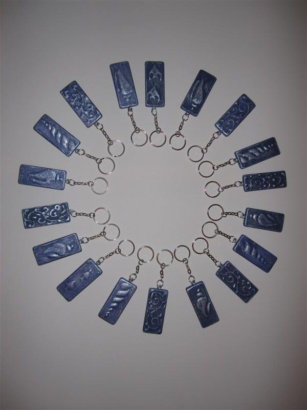 Portachiavi  Azzurro Lavanda e Argento da piccoli ritagli/scarti di legno da falegnameria.