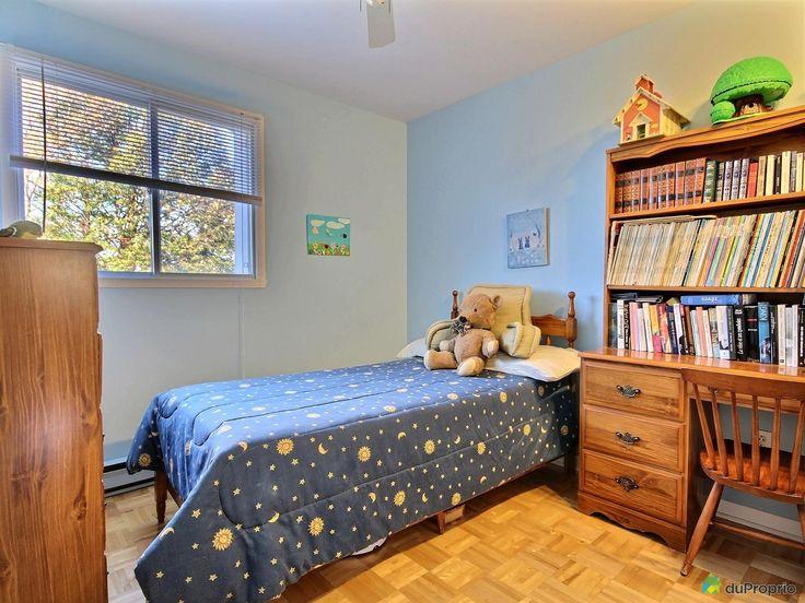 Maison sur 2 étages, avec trois chambres à coucher, située dans un quartier paisible devant...