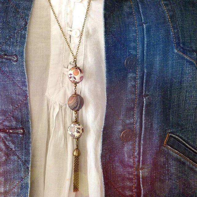 This necklace will follow you all year long with work or week-end wear... Will you resist these 3 unique textile beads?  Ce collier vous suivra toute lannée avec vos tenues de travail tout celles des moments de détente... Résisterez-vous à ces 3 perles textiles uniques?
