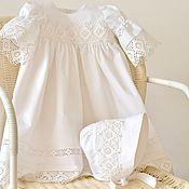 Купить или заказать Крестильное платье для девочки в интернет-магазине на Ярмарке Мастеров. Очаровательное и нежное крестильное платье для девочки из итальянского батиста. Это платье исполнено в лучших традициях крестильных нарядов прошлых столетий, оно поможет вам создать нежный и светлый образ в момент Таинства и, несомненно, займет достойное место среди семейных реликвий! Нежнейший батист мягким легким облаком окутает вашу малышку... Длинный подол, щедро украшенный кружевами и…