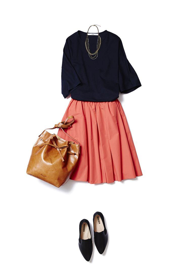 オレンジレッドのギャザースカートで艶ありカジュアルを手に入れる! ― A