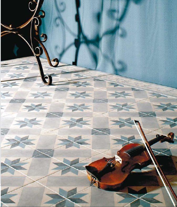 Novecento ( det 20'ende århundre ) og Cementi er historiske fliser inspirert av de klassiske mønstrene man finner påfliser eller sementfliser brukti trappeoppganger og korridorer i byhus bygget på slutten av 1800-tallet – og begynnelsen av 1900-tallet. Dette er en flott kolleksjon keramiske fliser som passer perfekt på kjøkken, gang, hall, uterom og egner seg …