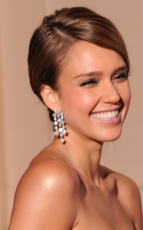 Jessica Alba's subtle make up... My style don't like awhole lot