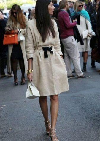 Льняное приталенное платье