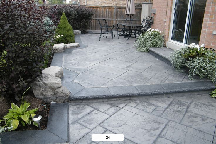 Pro Concrete | Oakville Concrete | Mississauga Concrete | Burlington Concrete | Patios | Concrete Steps | Driveways | Walkways - Patios