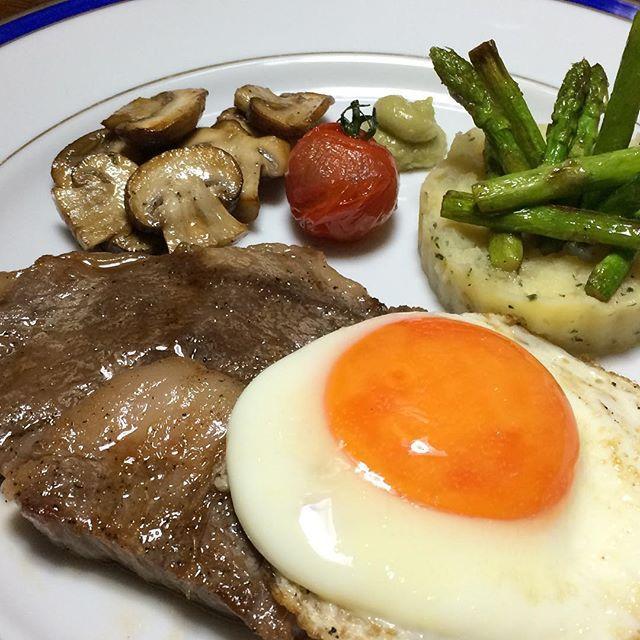 #牛ロース#ステーキ#目玉焼き#野菜#牛肉#肉#トリュフ醤油#フレンチ#自作#おうちごはん#男料理#beef#loin#steak#friedegg#vegetables#meat#trufflesoysauce#french#homemade#good#instafood#gourmet#delicious#love#mancooking#food#foodie#foodporn#foodgasm