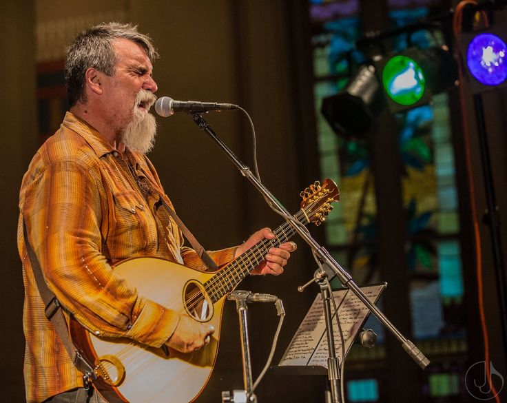 Darrell Scott is one of my favourite singer-songwriters. His performance at the Downtown Presbyterian Church in Nashville, as a part of the Americana Festival 2016, was sublime and intensely beaut…