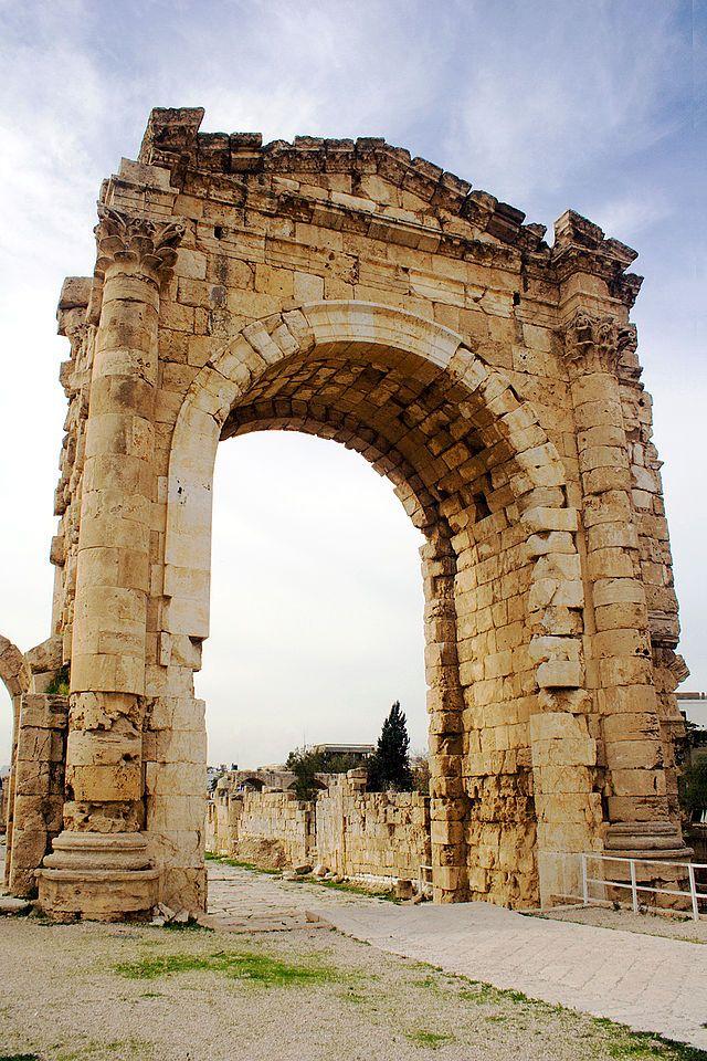 ティルスの凱旋門。 Tyre Triumphal Arch ◆レバノン - Wikipedia http://ja.wikipedia.org/wiki/%E3%83%AC%E3%83%90%E3%83%8E%E3%83%B3 #Lebanon